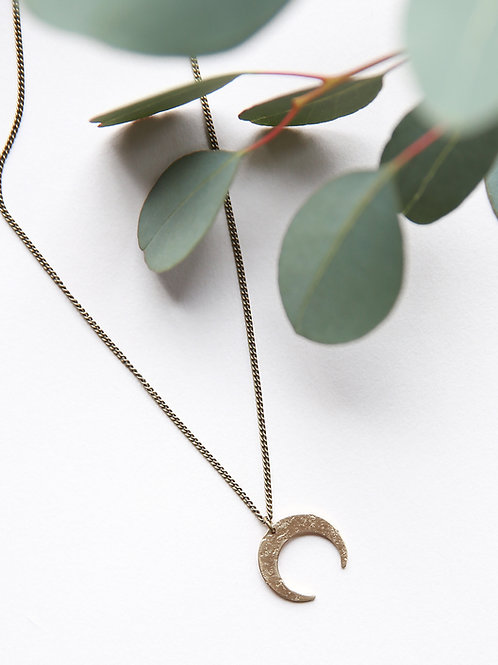 Arro Mini | Crescent Pendant Necklace