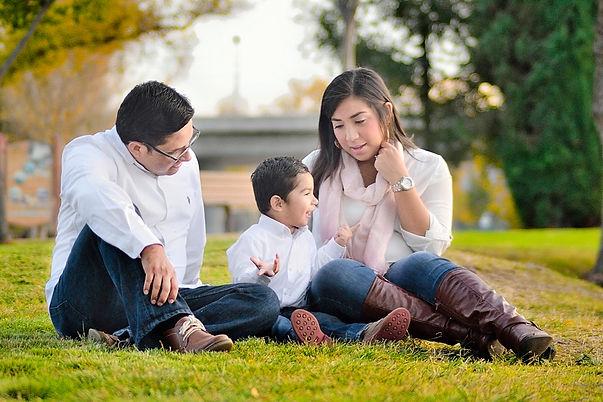 park-childhood-family-son-mom-dad-toghet