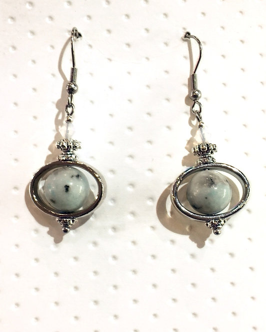 Pair of platinum-colored earrings with 10mm round sesame jasper stones