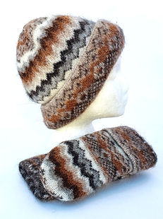 Brown, black and white zig zag print wool hat and mitts set