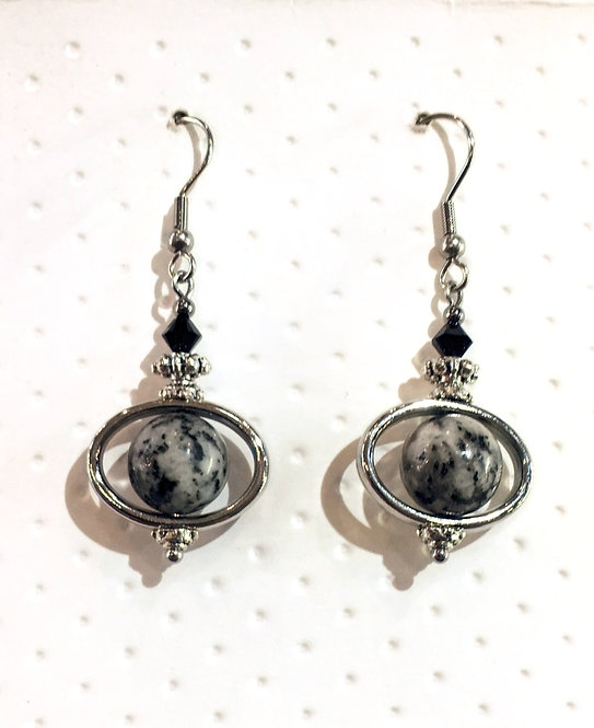 Pair of platinum-colored earrings with 10mm round silk stone stones