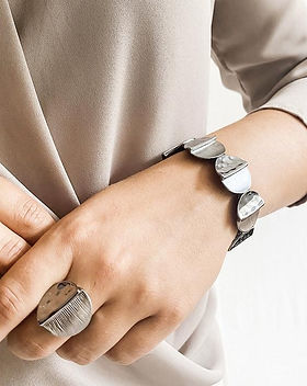 3172-bracelet-discs-rose-gold-model.jpg