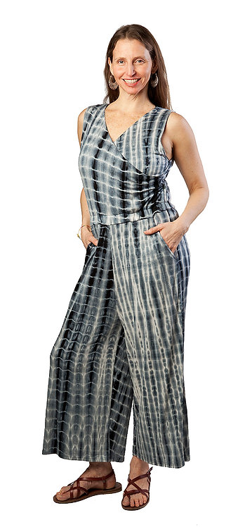 model wearing Joni Romper V neck-sleeveless-elastic waist-loose leg-ankle length-hidden pocket-black & white tie-dye
