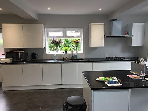 High gloss kitchen installation