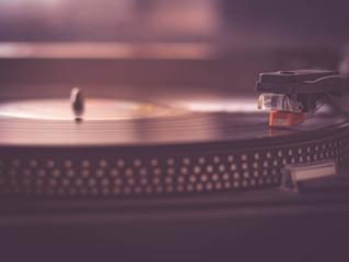 DJ oder Live Band – Welche Fakten spielen eine Rolle?