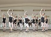 Las bailarinas jóvenes