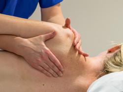 massage shoulders 3