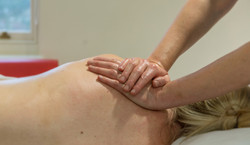 massage shoulders 2