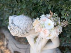 polus bouquet on statue
