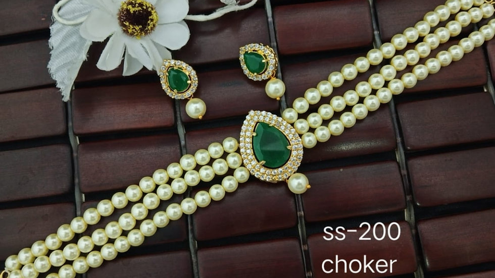 Real pearl choker set which gives you elegant look