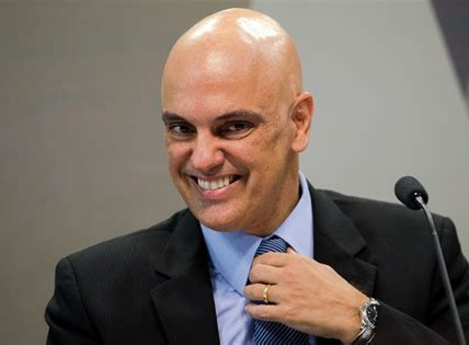 Alexandre de Moraes deixa claro que não escreve os próprios votos