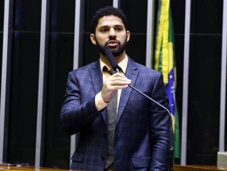 """David Miranda cria projeto de lei que destina o uso de sanitários por """"identificação de gênero"""""""