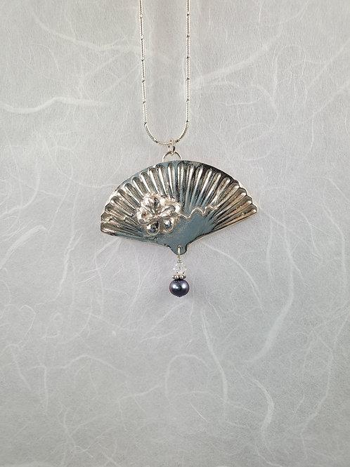 Large Fan Pearl Necklace