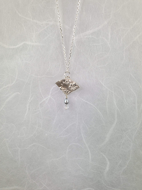 Tiny Fan Pearl Necklace