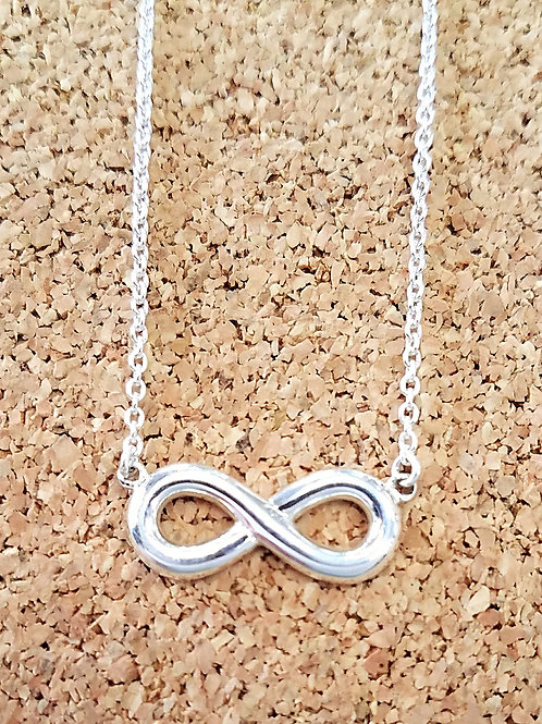 BOMA Infinity Bar Necklace
