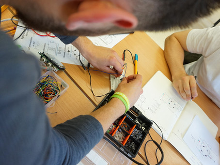 Elektronika dla wszystkich - rozmowa z Konradem - absolwentem kursów elektroniki.