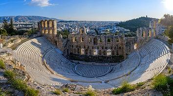 Odèon d'Herodes Àtic, edifici per fer audicions musicals. La seva planta és com la d'un teatre romà, però amb la diferència que l'odèon estava cobert amb un sostre de fusta; tenia una capacitat a les seves graderies per a cinc mil espectadors i un escenari amb 35 metres de longitud.