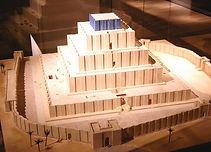 Rèplica del ziggurat de Chogha Zanbil.