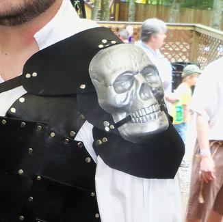 skull spaulder.jpg