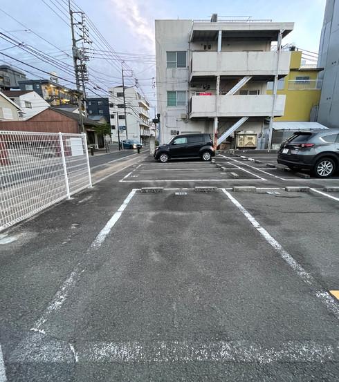 ベルカーネ駐車場