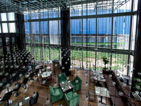Дюжину новых летних блюд презентовал ресторан Sixty