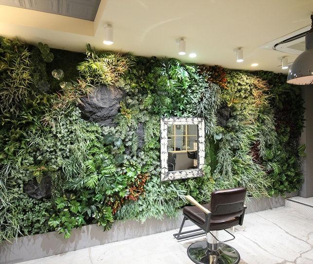 Decoplaで施工した美容院の壁面緑化
