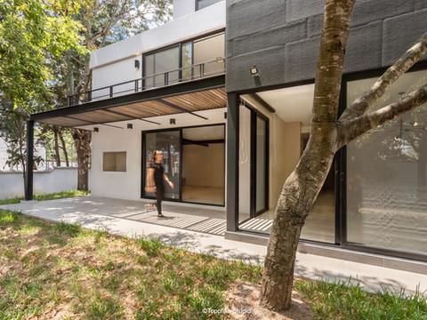 remodelación-residencia-diseño-pérgola-metal-complementos arquitectónicos