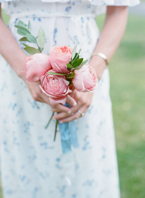 Bridesmaid holding a small bouquet of Pnk Roses