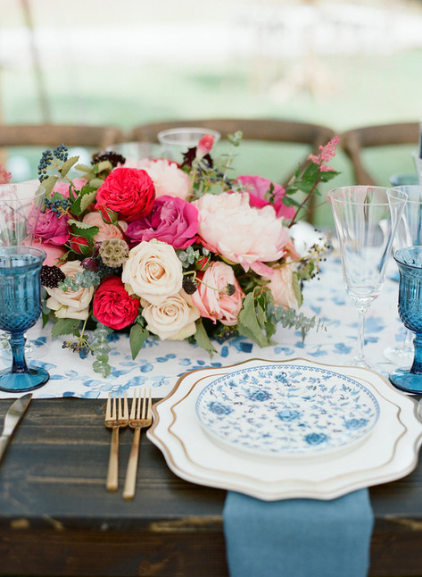 Blue and Gold Tablesetting with Pink Roses and Peonies