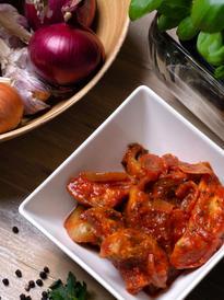Śledziki w sosie pomidorowym