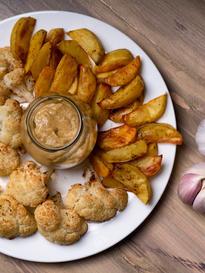 Kalafior i ziemniaki z sosem musztardowo - czosnkowym