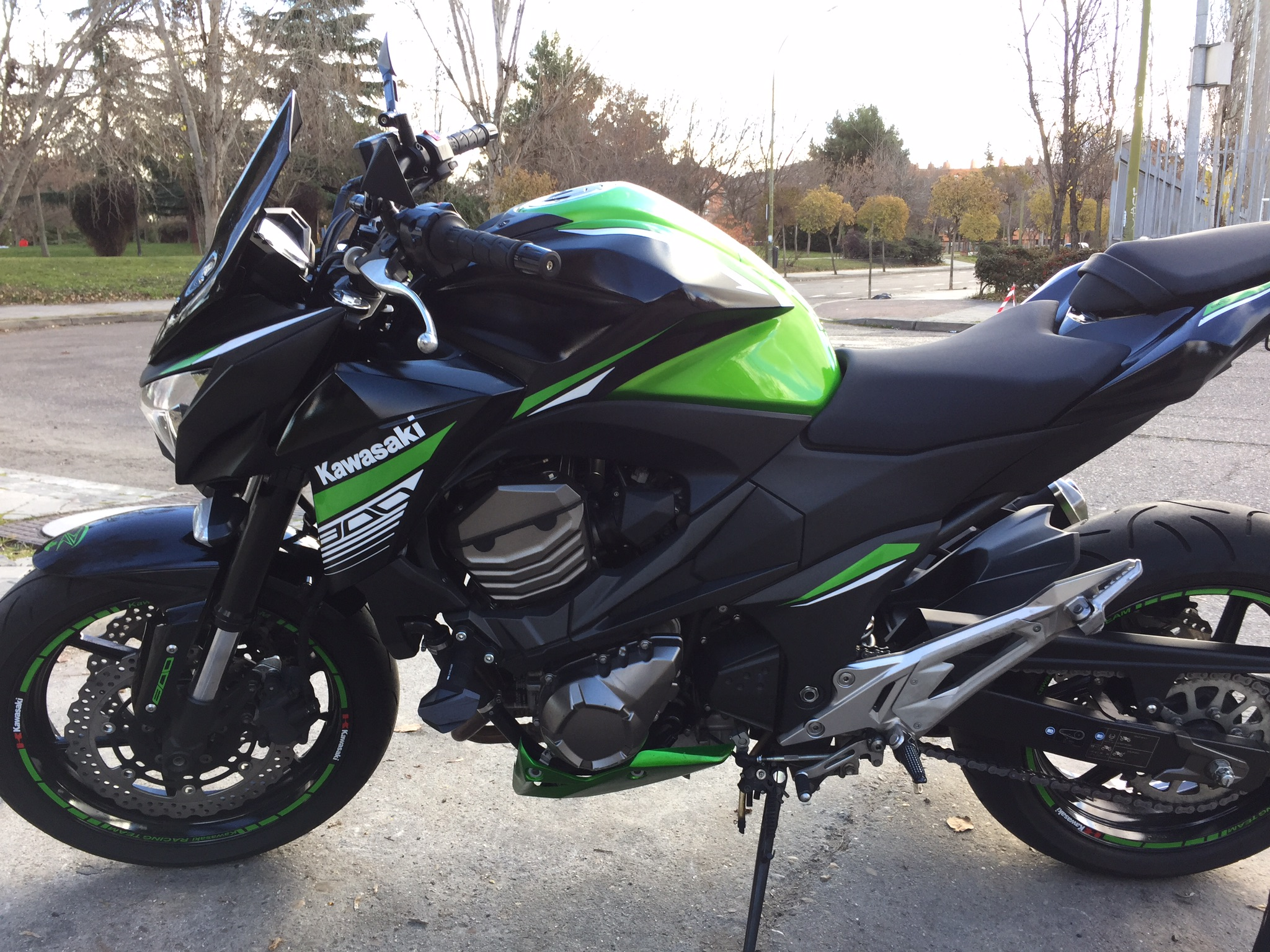 2016 Z800 YELLOW GREEN KAWA / WHITE