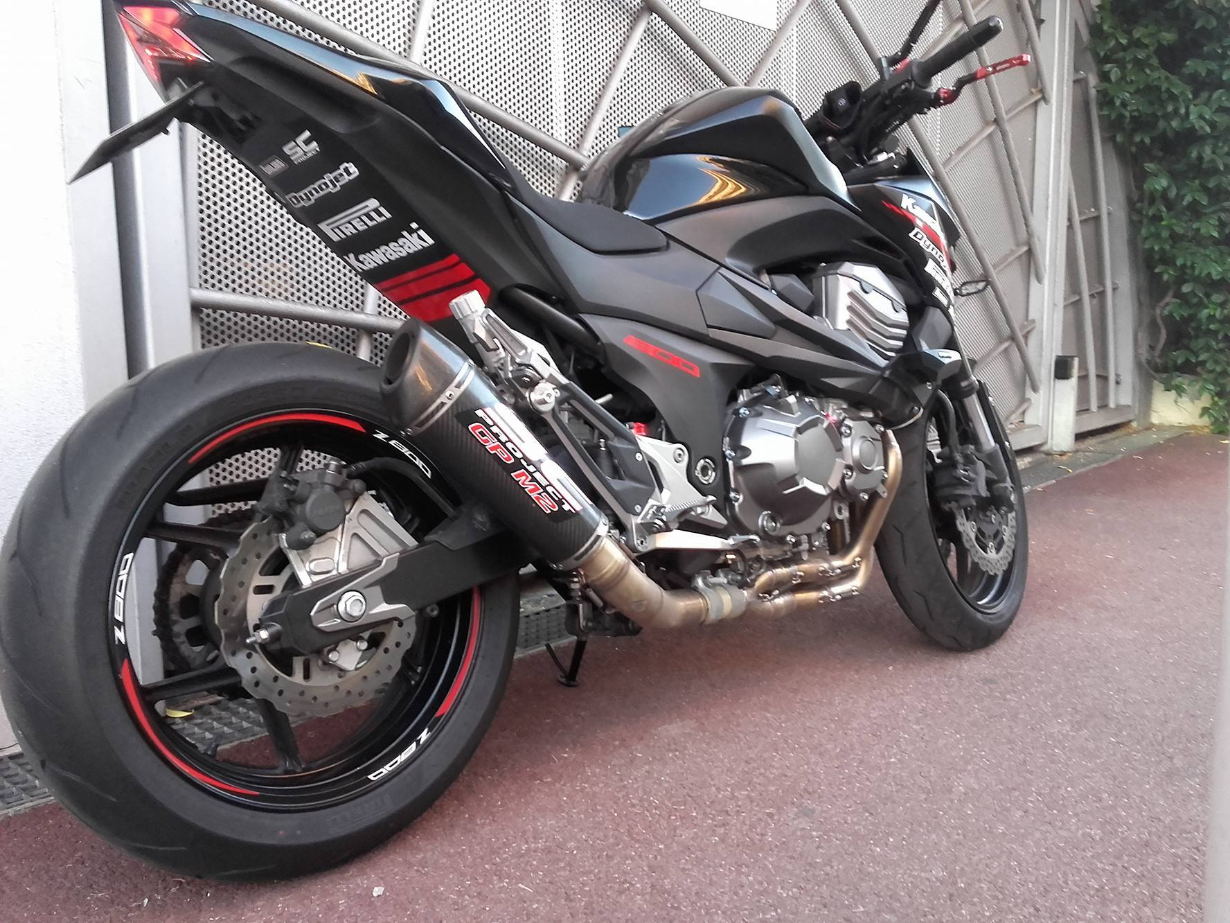 kawasaki z800 sticker pasage de roue