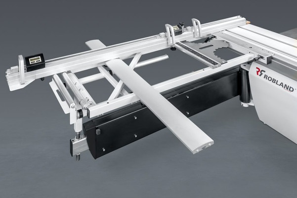 Large outrigger table with telescopic cross-cut fence, index system and digital read out on flippers.