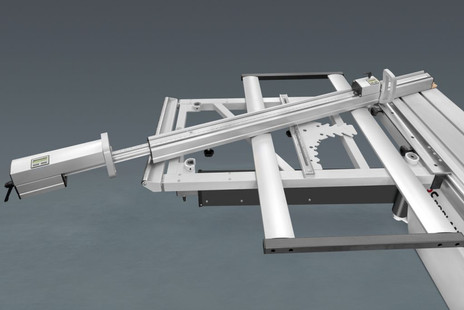 Large outrigger table with telescopic cross-cut fence, digital read out on flippers and index system with length compensation