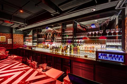 Le Baron / cocktail bar