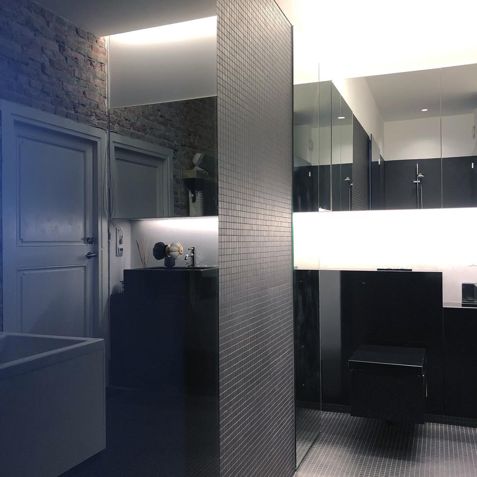 bathroom / view 1