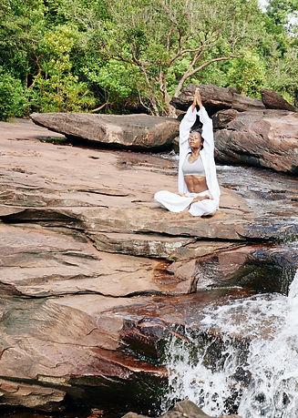 woman-meditating-in-nature-3X4NJH9_edite