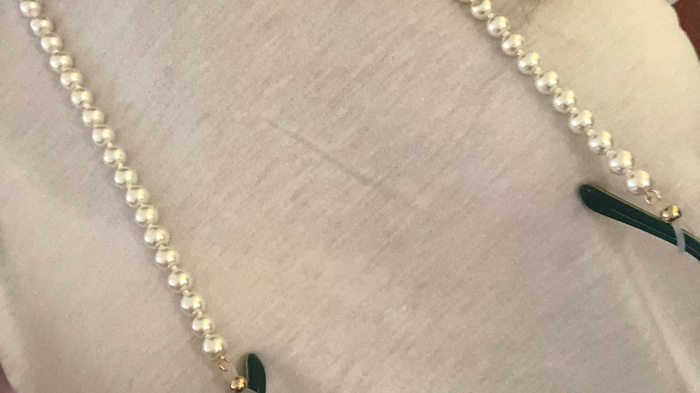 The Holly Pearl Lanyard