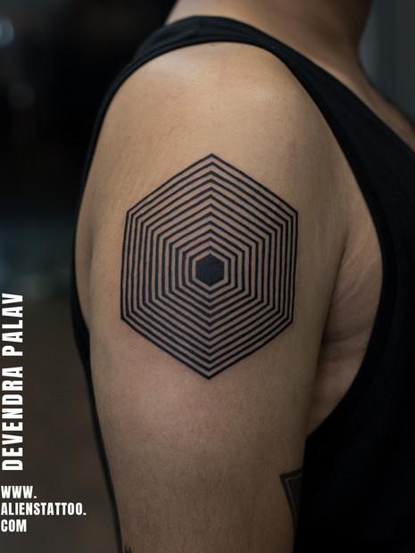 geometry-tattoo-blackwork-tattoo-hexagon