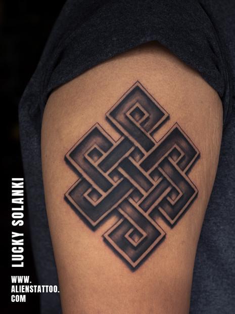 blackwork-tattoo-celtic-tattoo-insta.jpg