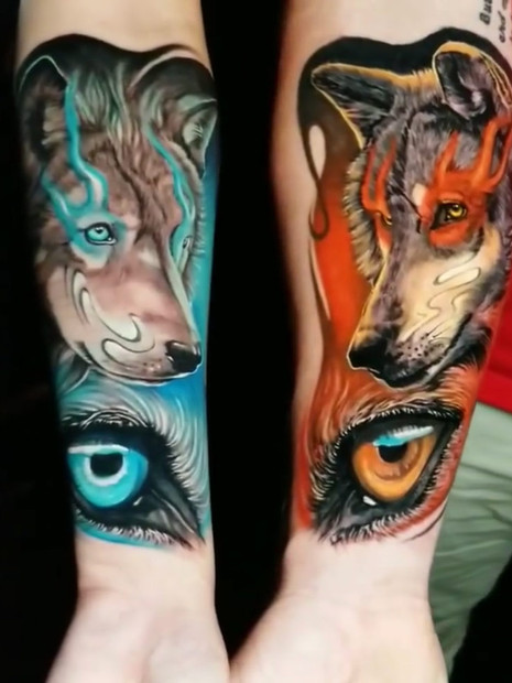 colour-wolves-couple-tattoo