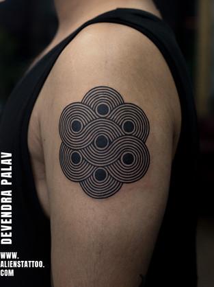 geometry-tattoo-blackwork-tattoo-insta.j