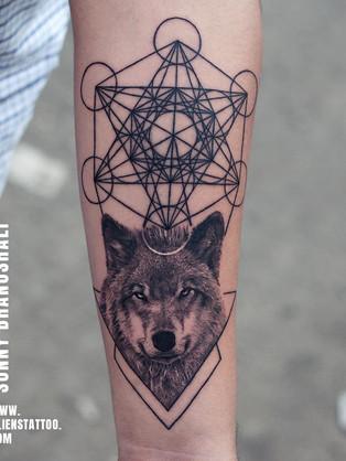 wolf-tattoo-geometry-tattoo-insta.jpg