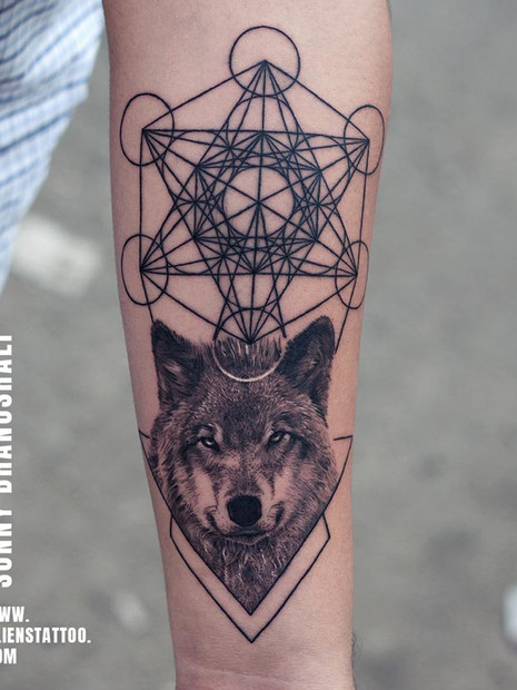 wolf-tattoo-geometry-tattoo-insta.jpg