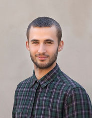 Молодой человек с Checkerd рубашка
