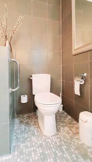 Schlummerkiste Lämmer  1. Badezimmer mit Dusche und Toilette 04