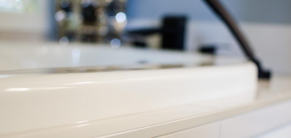 Custom tiled tub surround