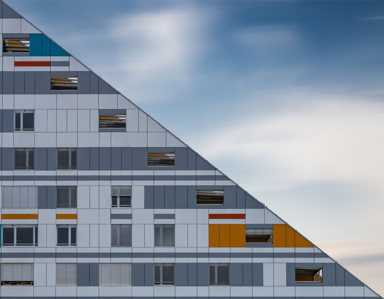 Modern pyramid.jpg
