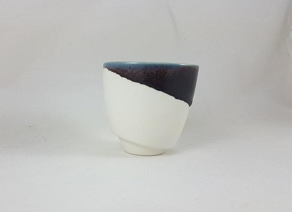 """Tasse à café """"allongé"""" en porcelaine, émail noir"""